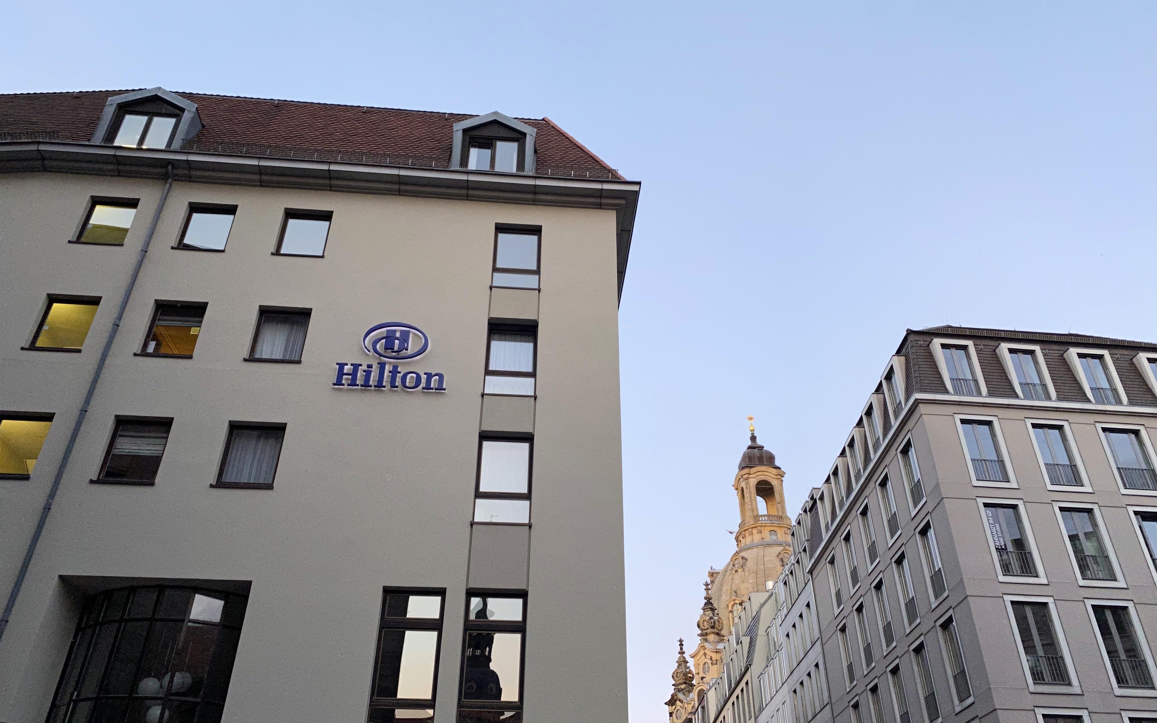 Blick auf das Hilton Dresden und die Frauenkirche
