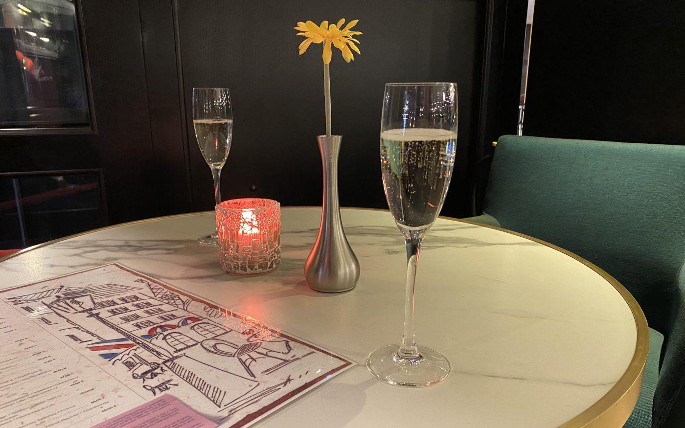 Getränke in der Bar des Hilton Dresden