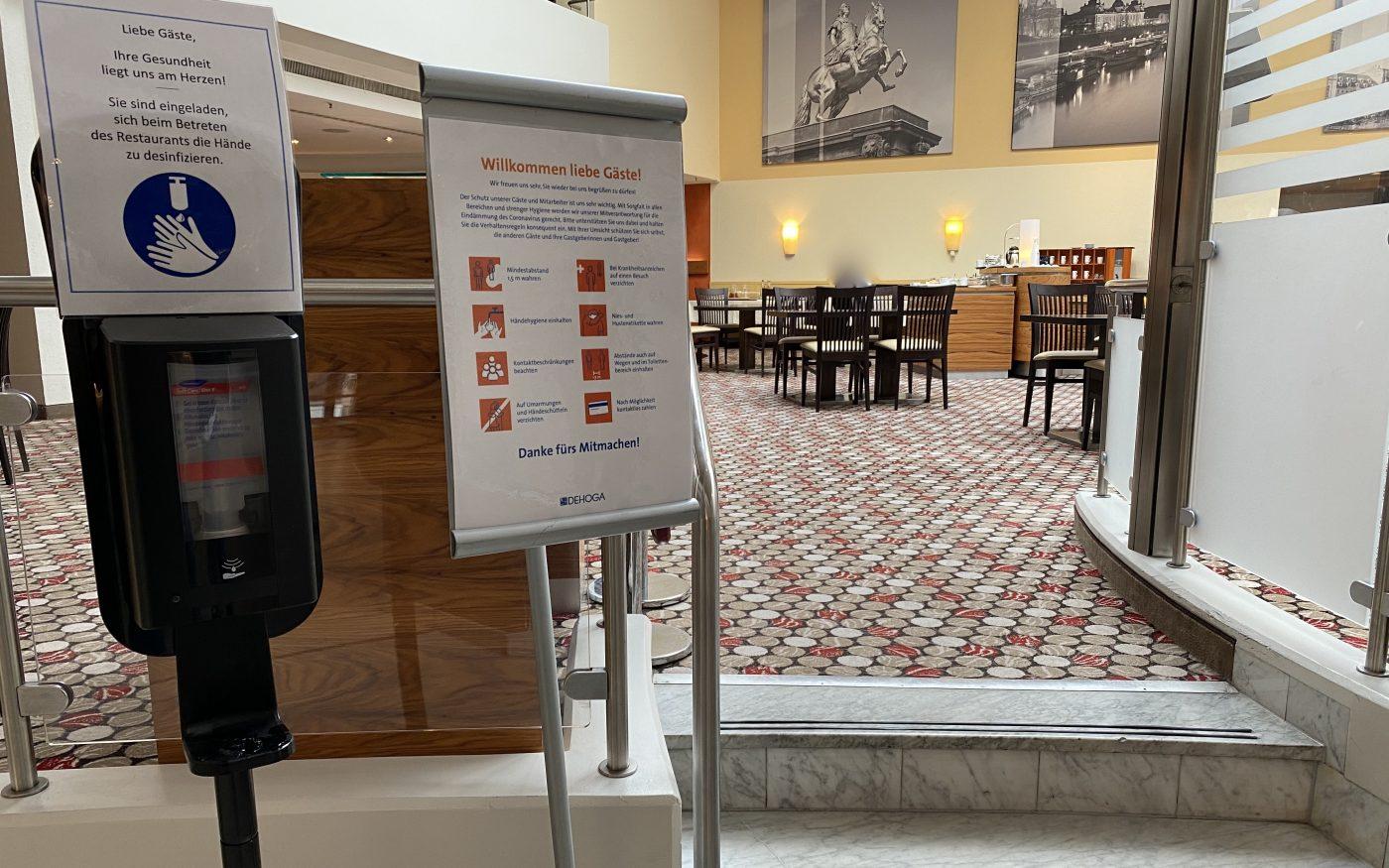 Eingang zum Frühstücksraum im Hilton Dresden