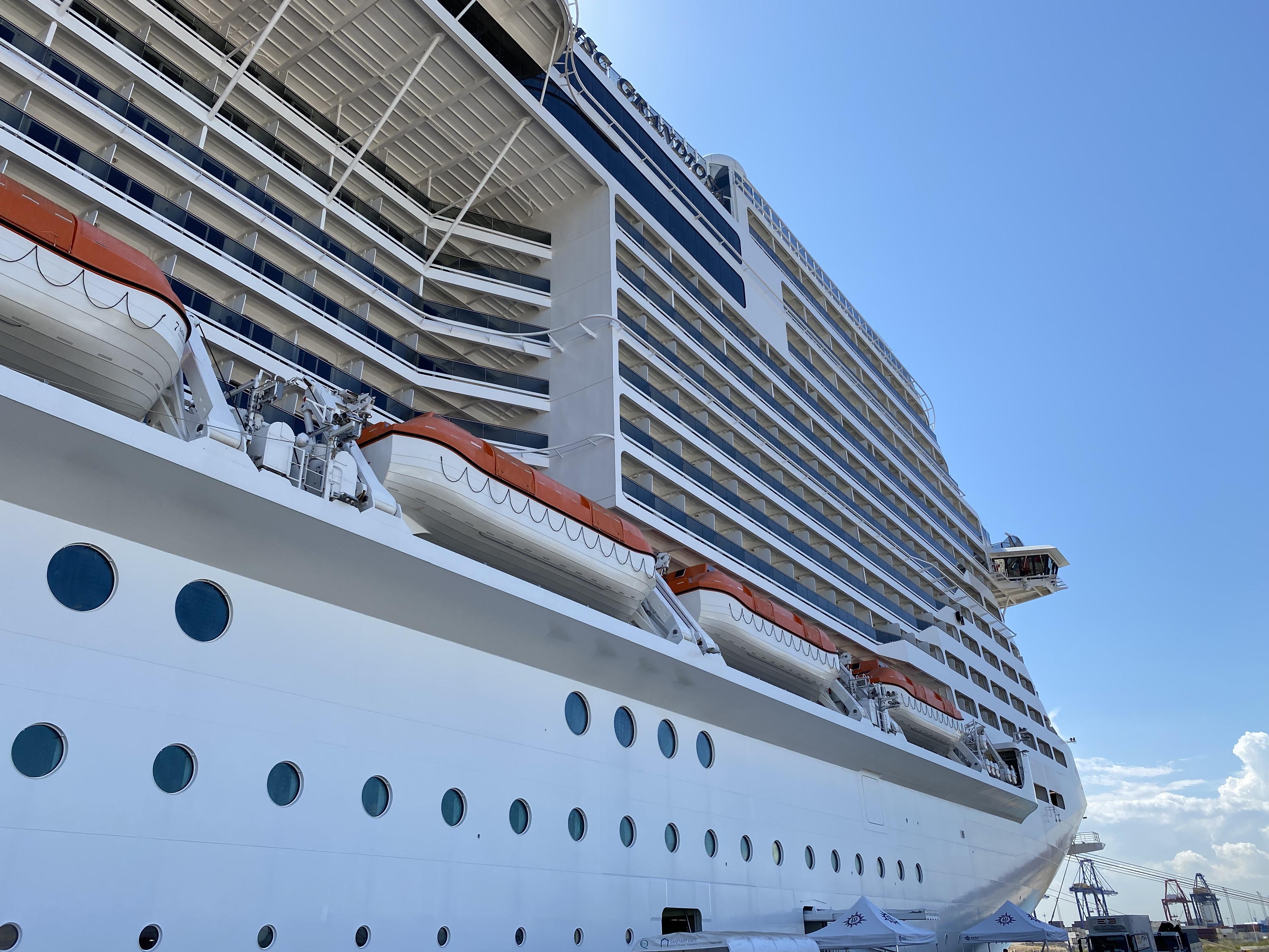MSC Grandiose im Hafen